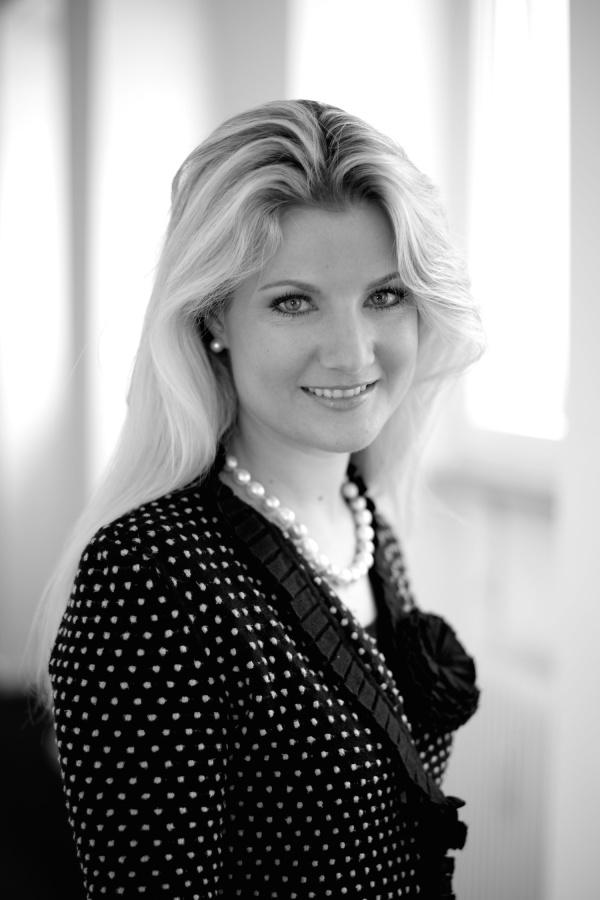 Dr. Claudia M. Mordasini-Rohner